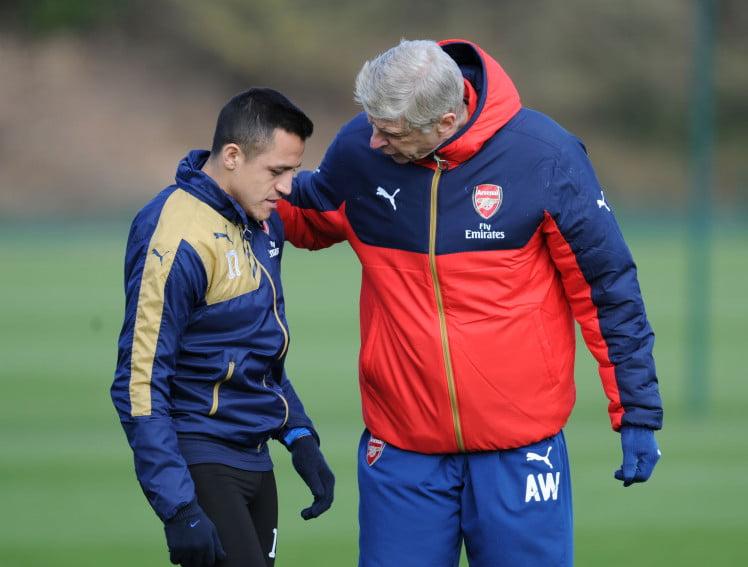 Arsenal Takım Antremanı Arsene Wenger Alexis Sanchez ile konuşurken