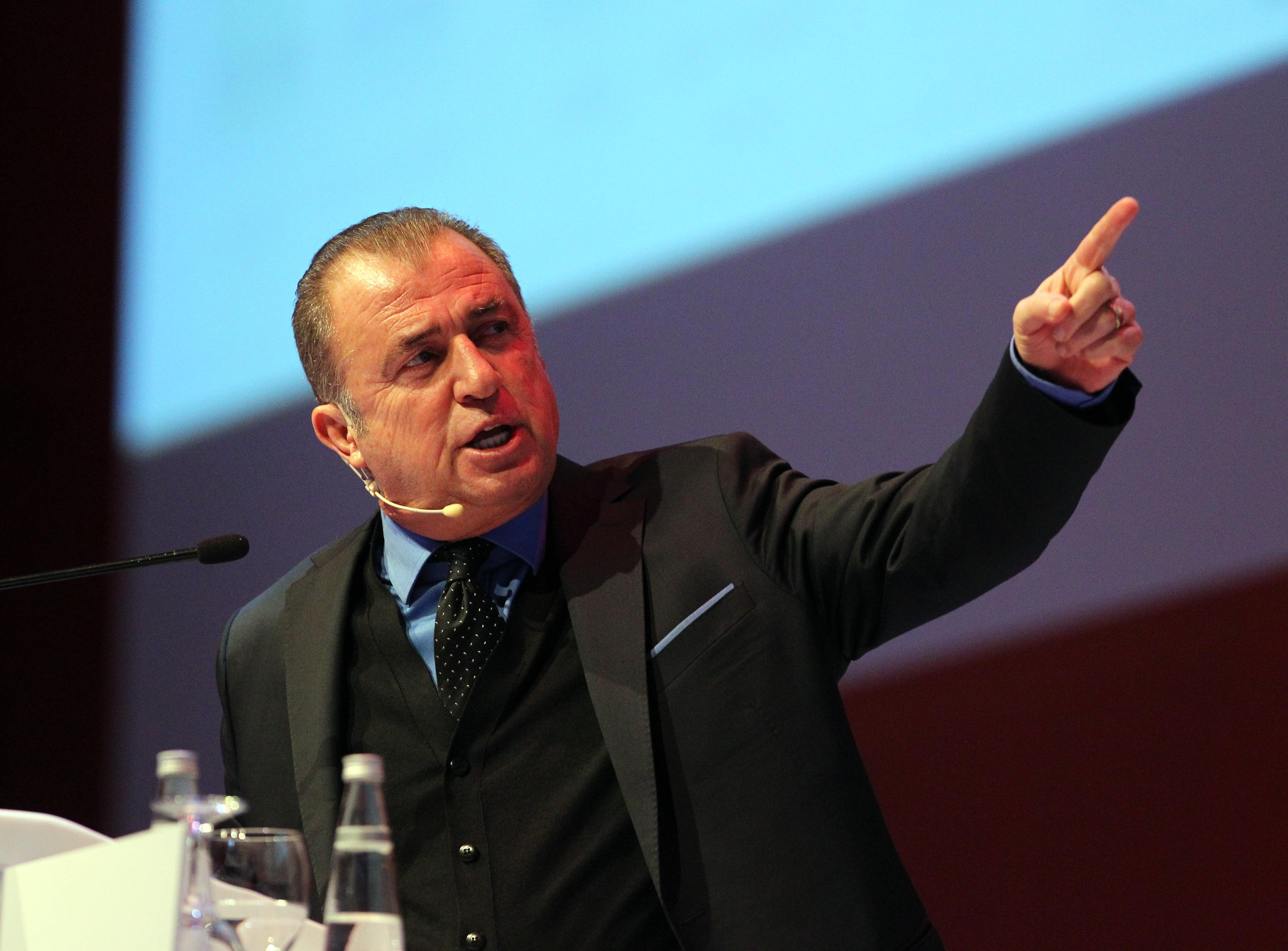 Photo of Fatih Terim Sportif Direktörlerle Buluştu