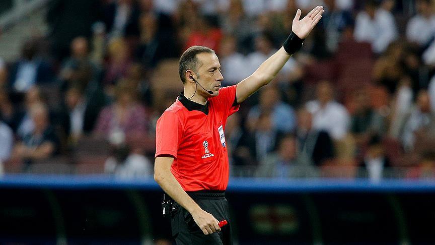 Photo of Cüneyt Çakır'dan FIFA'ya VAR sunumu!