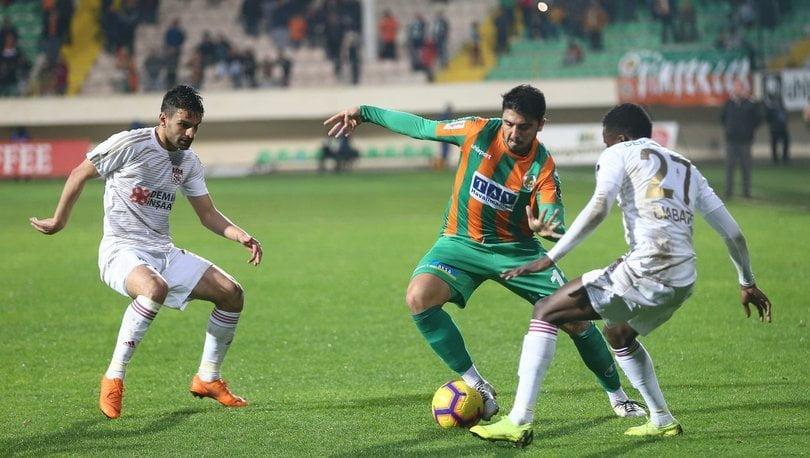Photo of Sergen Yalçın: Ozan'ı futbolcu olduğuna ikna etmeye çalışıyoruz!