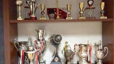 Photo of Eski Süper Lig kulübünün kupalarını kasap satın aldı
