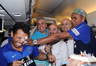 Photo of Trabzonspor 'lu Alanzinho 'ya uçakta doğum günü partisi