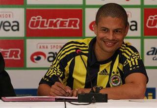 Photo of Alex de Souza iki yıl daha Fenerbahçe'de