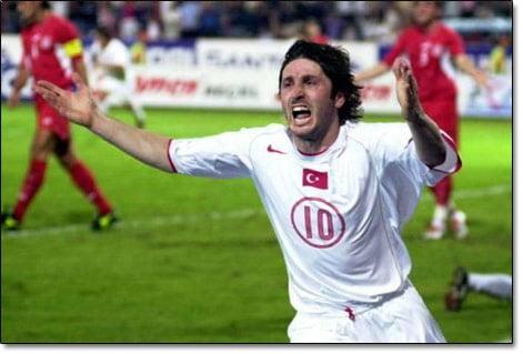 """Photo of """"4 yıl daha futbol oynarım, Türkiye'ye dönmek istiyorum"""""""
