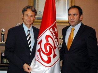 Photo of Muhsin Ertuğral imzaladı