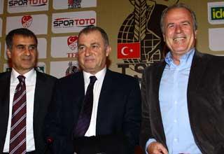 Photo of Mustafa Denizli; Futbol adına Türkiye'de deniz bitti