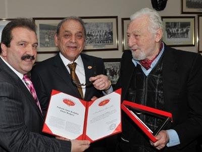 Photo of Beşiktaş 'ın Efsane Başkanı Süleyman Seba 'ya büyük onur